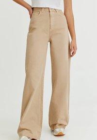 PULL&BEAR - Flared Jeans - mottled beige - 0