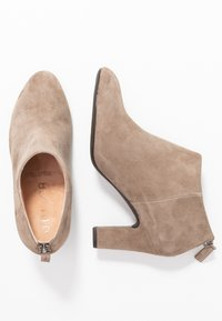 Unisa Wide Fit - Ankle Boot - taupe - 3