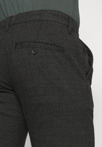 Cotton On - Chinos - charcoal prince of wales - 5