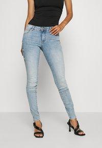 Guess - ULTRA CURVE - Jeans Skinny Fit - blue denim - 0