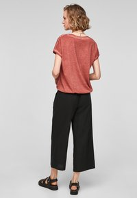 QS by s.Oliver - Basic T-shirt - rust - 2