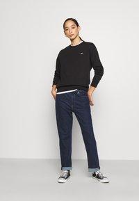 Tommy Jeans - REGULAR C NECK - Sweatshirt - black - 1