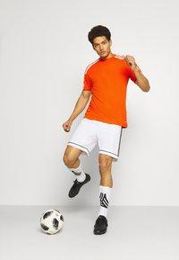adidas Performance - SQUAD 21 - T-shirt z nadrukiem - teaora/white - 1