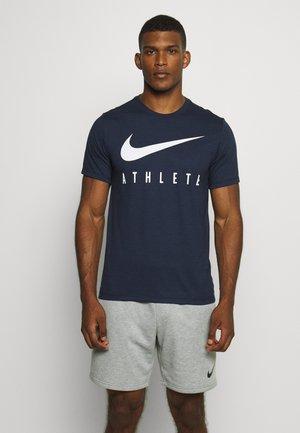 DRY TEE ATHLETE - T-shirt z nadrukiem - obsidian/white