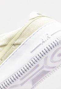 Nike Sportswear - AIR FORCE 1 SAGE - Sneakers laag - olive aura/white - 5