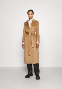 MAX&Co. - LONGRUN - Klasický kabát - camel - 0