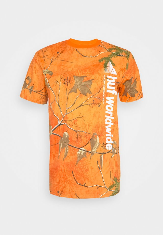 REALTREE PEAK LOGO TEE - Printtipaita - orange