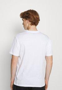 Dickies - TIGER TEE - Printtipaita - white - 2
