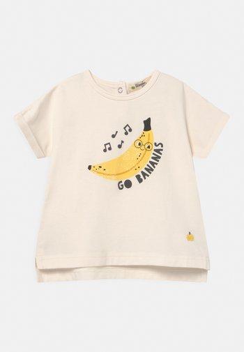 PERCY UNISEX - Print T-shirt - white/yellow