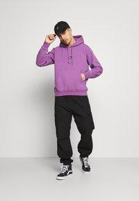 Obey Clothing - BAR - Collegepaita - purple nitro - 1
