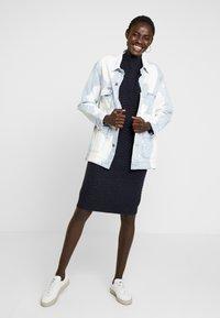 YAS Tall - YASBRENTRICE DRESS - Gebreide jurk - navy blazer - 2
