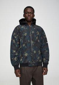 PULL&BEAR - Light jacket - mottled dark green - 0