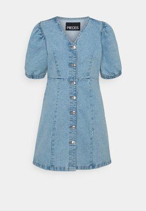 PCGILI V NECK COLOURED DRESS  - Vestido vaquero - light blue denim