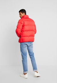 Tommy Jeans - ESSENTIAL JACKET - Down jacket - racing red - 3