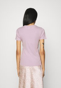 Levi's® - BABY TEE - Print T-shirt - lavender frost - 2