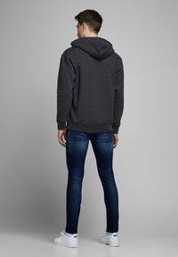 Jack & Jones - SKINNY FIT JEANS LIAM ORIGINAL JOS 283 - Jeans Skinny Fit - blue denim - 2