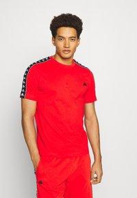 Kappa - ILYAS - T-shirt con stampa - firey red - 0