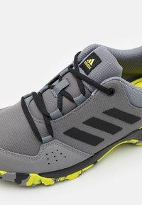 adidas Performance - TERREX HYPERHIKER LOW UNISEX - Vaelluskengät - grey four/core black/grey three - 5