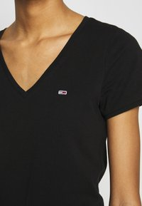 Tommy Jeans - SHORTSLEEVE STRETCH TEE - T-shirt basic - black - 5
