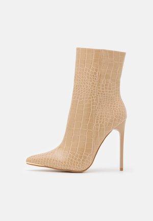 SHIMA - Støvletter - nude