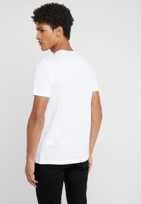 PS Paul Smith - SLIM FIT JET - Print T-shirt - white - 2