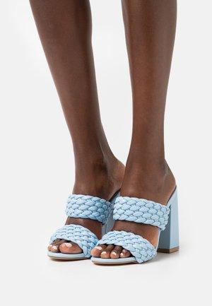 DEVYN - Pantofle na podpatku - blue