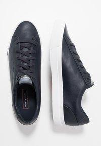 Tommy Hilfiger - CORPORATE - Sneakersy niskie - blue - 1