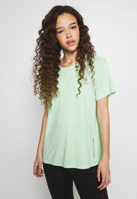 ONLY PLAY Petite - ONPPERFORMANCE LOOSE - Camiseta básica - green - 0