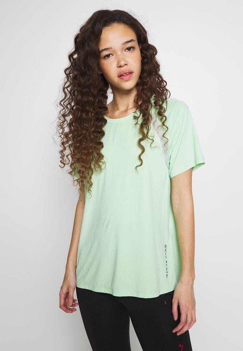 ONLY PLAY Petite - ONPPERFORMANCE LOOSE - Camiseta básica - green
