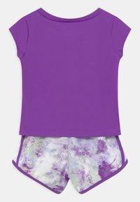 Nike Sportswear - SKY DYE TEMPO SET - Print T-shirt - purple chalk - 1