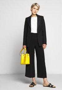 WEEKEND MaxMara - OMBRINA - Trousers - schwarz - 1