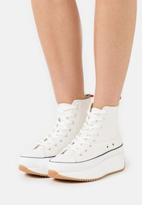Madden Girl - WINNONA - Zapatillas altas - white - 0