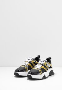 Versace Jeans Couture - Baskets basses - black/yellow - 4