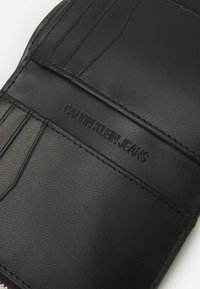 Calvin Klein Jeans - TRIFOLD MEDIUM - Wallet - black - 3