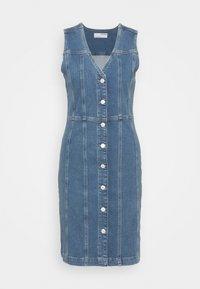 Selected Femme - SLFLAUREL DRESS - Farkkumekko - medium blue denim - 0