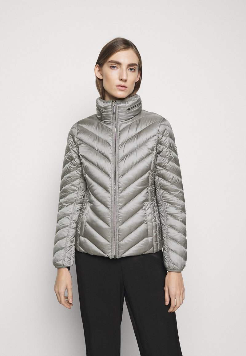 MICHAEL Michael Kors - SHORT PACKABLE PUFFER - Daunenjacke - concrete