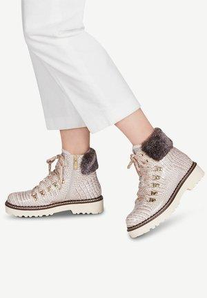 Šněrovací kotníkové boty - cream croco