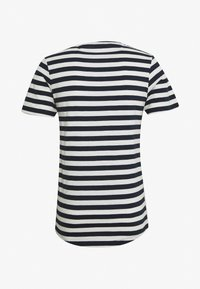 Jack & Jones - JORMILO TEE CREW NECK - T-shirt imprimé - navy blazer - 1