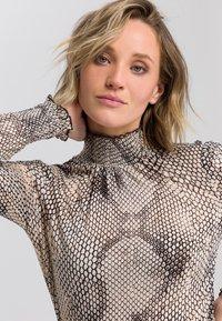 Marc Aurel - Button-down blouse - light sand varied - 3