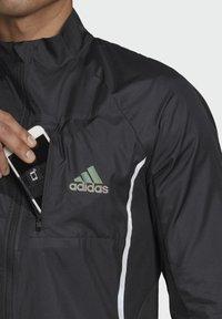 adidas Performance - ADI RUNNER SUPERNOVA RUNNING - Chaqueta de entrenamiento - black - 4