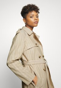 Vero Moda - VMPOPPYKENZIE LONG - Trench - travertine - 4