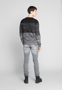 QS by s.Oliver - Jeans Slim Fit - denim grey - 2