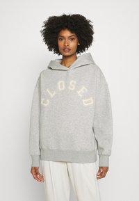 CLOSED - HOODIE WITH WHITE LOGO ACROSS CHEST - Sweatshirt - grey - 0