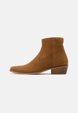 UNISEX - Cowboy/biker ankle boot - cognac