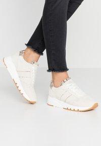 Tamaris - Sneakers laag - ivory - 0
