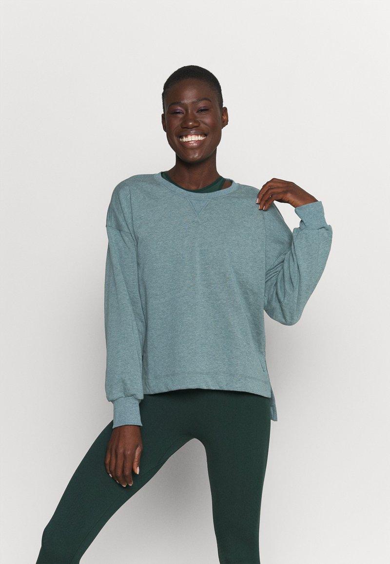 Nike Performance - CORE  - Sweatshirt - hasta/dark teal green