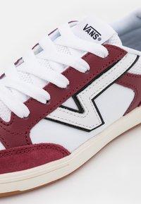 Vans - LOWLAND UNISEX - Sneakers - pomegranate/black - 5