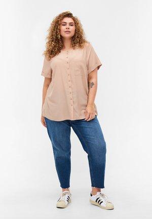 MED RUND HALSUDSKÆRING - Button-down blouse - beige