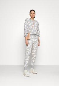 Never Fully Dressed - COPENHAGEN RESERVE TROUSER - Teplákové kalhoty - grey - 1