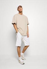 Esprit - BASIC - Shorts - white - 1
